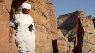 इथिओपियामधल्या डोंगराळ भागातलं चर्च