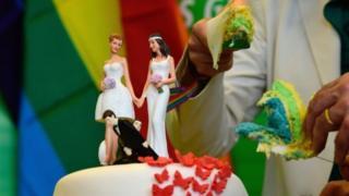 การปฏิรูปกฎหมาย จะเปิดทางให้กลุ่มคนรักร่วมเพศมีสิทธิเท่าเทียมกับคู่แต่งงานทั่วไป