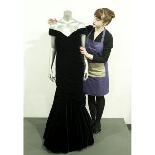 То самое знаменитое платье, в котором Диана танцевала с Джоном Траволтой...