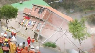بالفيديو: انهيار ترابي في بوليفيا يدمر المنازل