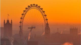 Прощай, 2016 год! На фото - закат над Лондоном, 28 декабря.
