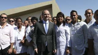 Fotografia de 2016: o então ministro da Saúde Ricardo Barros recebe médicos do Mais Médicos, incluindo profissionais cubanos