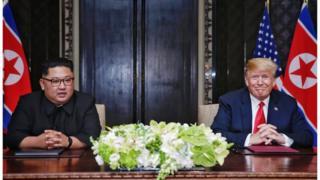 지난 12일 공동합의문에 서명한 북한 김정은 위원장과 미국 트럼프 대통령