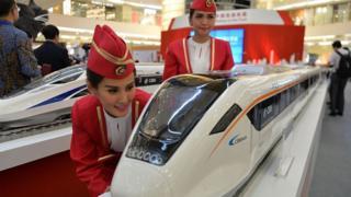 Model kereta cepat yang dipamerkan di sebuah mal di Jakarta, Agustus 2015, dan akan dibangun bekerjasama dengan Cina lewat PT KCIC.
