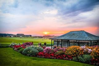 Sunset over the 18th green of Old Course, St Andrews