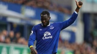 L'attaquant international belge d'Everton, Romelu Lukaku doit rejoindre Manchester United