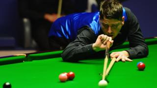 Matthew Stevens plays a shot with his cue