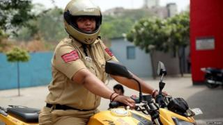 महिला पुलिस