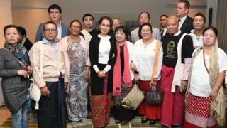 ဒေါ်အောင်ဆန်းစုကြည်ဟာ ပြည်ပခရီးစဉ်တွေမှာ ပြည်ပရောက်မြန်မာအသိုင်းအဝိုင်းနဲ့ တွေ့ဆုံလေ့ရှိ