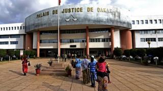 Liberté provisoire accordée aux personnes arrêtées pour diffusion d'image offensante pour Macky Sall
