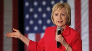 クリントン氏はテレビのインタビューで強い調子でトランプ氏を批判した