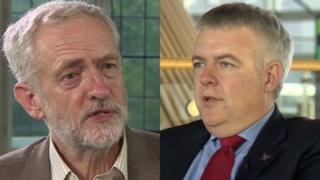 Arweinydd Llafur Jeremy Corbyn ac arweinydd Llafur Cymru, y Prif Weinidog Carwyn Jones.