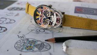 Reloj con forma de cráneo