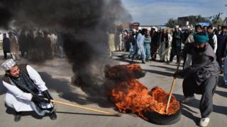 Pakistani protesters in Peshawar, 25 November 2017
