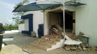 Ẹnu ọna ileefowopamọ First Bank, Ido-Ani