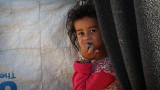 طفلة في مخيم خازر