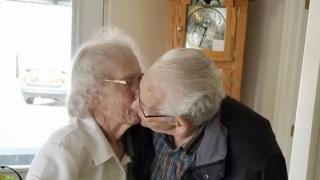 Imagem mostra o casal Audrey Goodine e Herbert