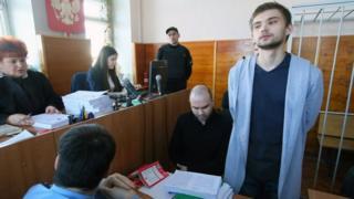 روسلان سكولوفسكي خلال محاكته