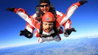 Allan serbest paraşütle atlayış da yaptı