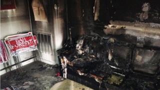 ノースカロライナ州オレンジ郡の共和党本部の燃えた室内(16日)