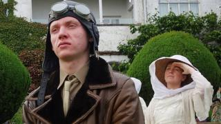 Actors playing WW1 airman and his wife