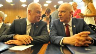 Градоначелник Зоран Радојичић (десно) и заменик Горан Весић (лево) на седници Скупштине града, 7. јун 2018.
