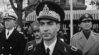 الشاه محمد رضا بهلوي.
