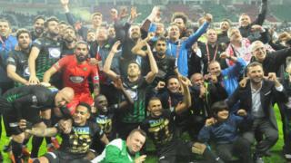 Akhisarspor, Fenerbahçe'yi 3-2 mağlup ederek şampiyon oldu.