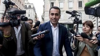 M5S leader Luigi Di Maio surrounded by reporters, 22 May 18