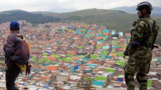 Ciudad Bolívar y un policía