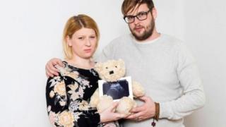马丁夫妇决定捐献他们未出生女儿的心脏瓣膜。