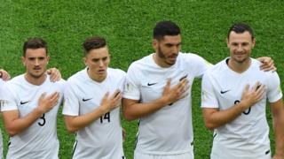 Selección de Nueva Zelanda cantando el himno