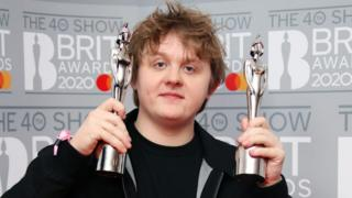 Lewis-Capaldi-poses-with-Brit-Awards.
