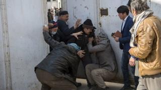 شلیک موشک به مراسمی با حضور مقامهای ارشد افغانستان
