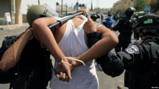 इसरायली बलों ने प्रदर्शनकारियों को गिरफ्तार किया