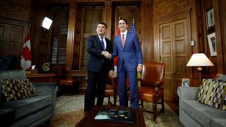 Volodymyr Groysman and Justin Trudeau shake hands