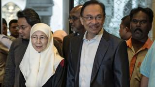 File photo: Anwar Ibrahim (C) and his wife Wan Azizah in 2014