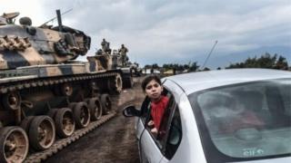 Tankokin yakin Turkiyya sun shiga Syria ranar Lahadi