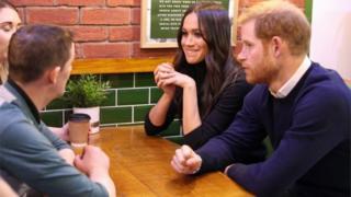 Принц Гарри и Меган Маркл в кафе