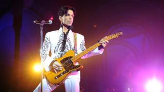 Le chanteur Prince en concert en 2009 au Grand Palais à Paris.