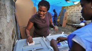 Woman dey vote for election