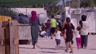 Moria, na ilha grega de Lesbos, é superlotado e violento; lá, até crianças tentam o suicídio.