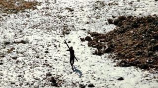 सेंटीनेली जनजाति के लोगों का बाहरी लोगों से संपर्क ग़ैरक़ानूनी है
