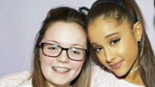 Georgina Callander with Ariana Grande in 2015
