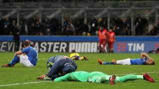 這是意大利國家隊球員在賽事完結一刻的反應。