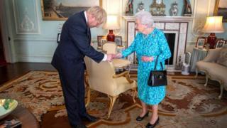 La reina Isabel II recibe a Boris Johnson