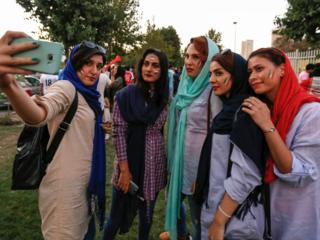 Perempuan Iran dan sepak bola