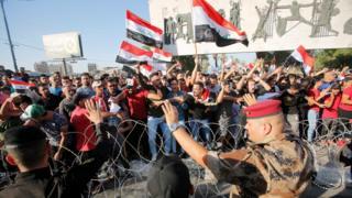 يشهد العراق موجة من الاحتجاجات ضد البطالة وسوء الخدمات