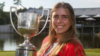 Arozamena is pictured holding the European Ladies' Amateur Championship trophy