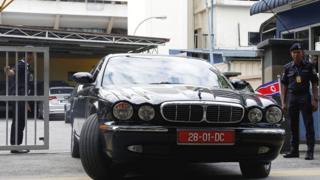 朝鲜官员的汽车离开吉隆坡中央医院